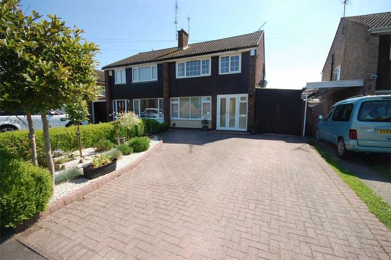 3 Bedrooms Semi Detached House for sale in Connaught Road, Aylesbury, Buckinghamshire