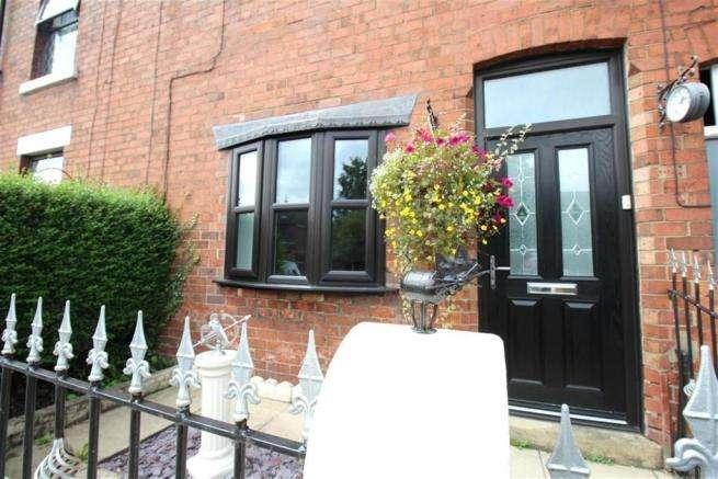 2 Bedrooms Terraced House for sale in Leyland Lane, Leyland, Preston, PR25 1XE