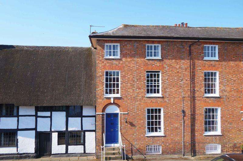 4 Bedrooms Town House for sale in High Street, Thame