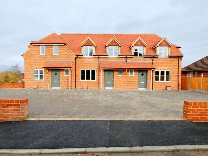 3 Bedrooms End Of Terrace House for rent in Linden Avenue, Odiham, Hampshire