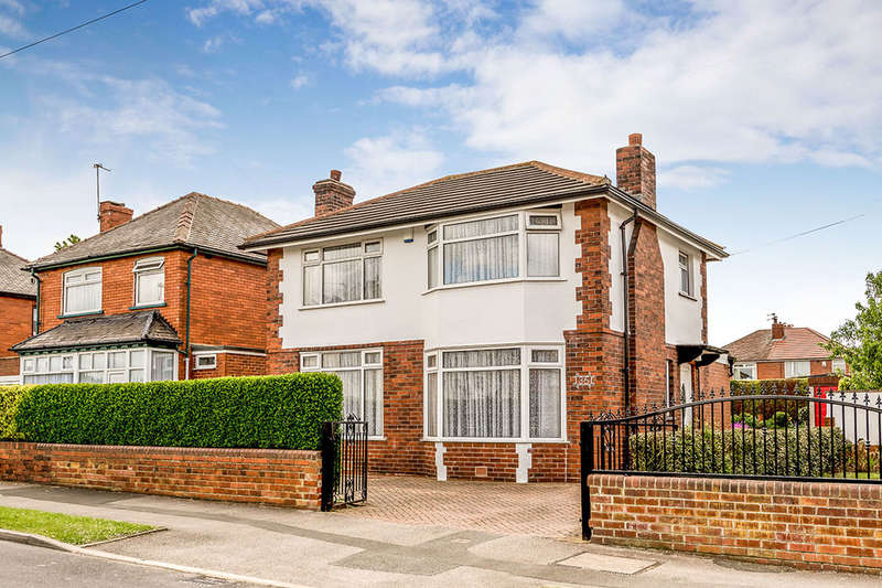 4 Bedrooms Detached House for sale in Lingwell Avenue, Leeds, LS10