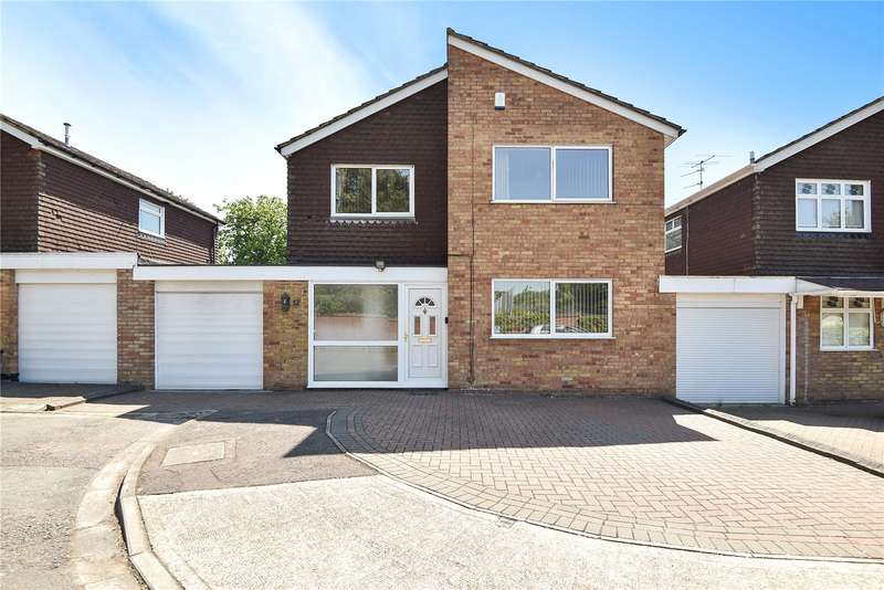 4 Bedrooms Detached House for sale in Harwell Close, Ruislip, Middlesex, HA4