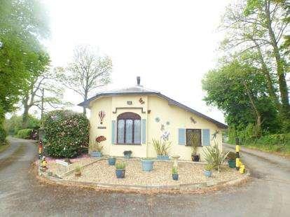 2 Bedrooms Detached House for sale in Efailnewydd, Pwllheli, Gwynedd, LL53