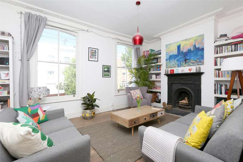 3 Bedrooms Flat for sale in Walford Road, London