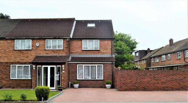 5 Bedrooms Semi Detached House for sale in Marian Close, Hayes, UB4