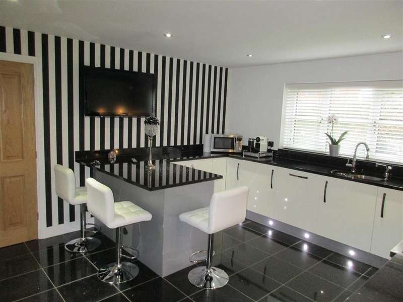 5 Bedrooms Detached House for sale in St Marys Court, Lowton, Cheshire