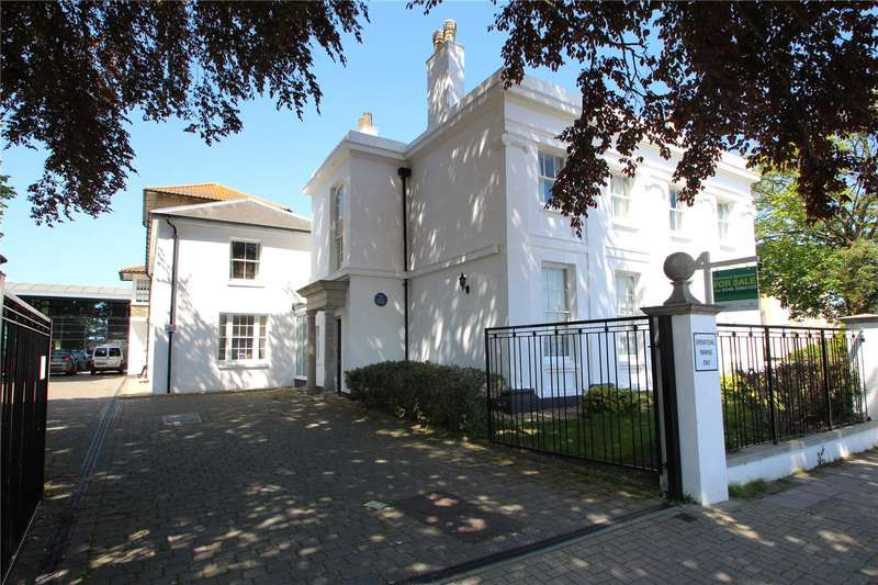 3 Bedrooms Retirement Property for sale in Amelia Court, Union Place, Worthing, BN11