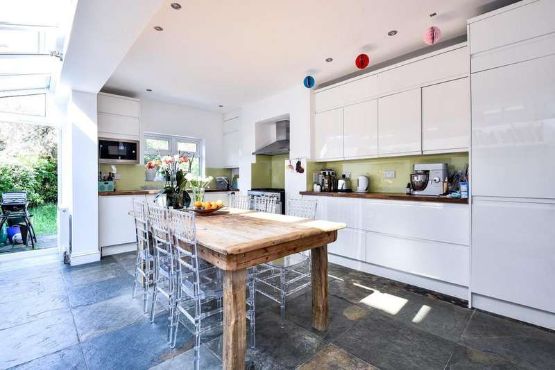 5 Bedrooms Terraced House for sale in Cambray Road, Balham