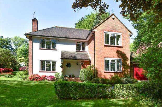 4 Bedrooms Detached House for sale in Ashley Road, Farnborough, Hampshire