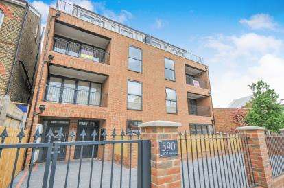 3 Bedrooms Flat for sale in Leytonstone, London