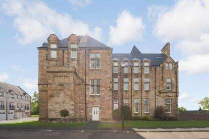 2 Bedrooms Flat for sale in Parklands Oval, Glasgow, Lanarkshire