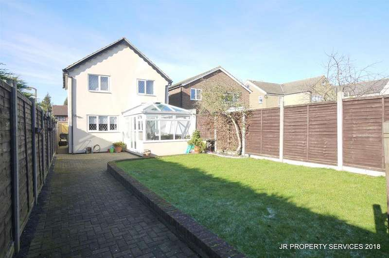 4 Bedrooms Detached House for sale in Churchgate Road, West Cheshunt