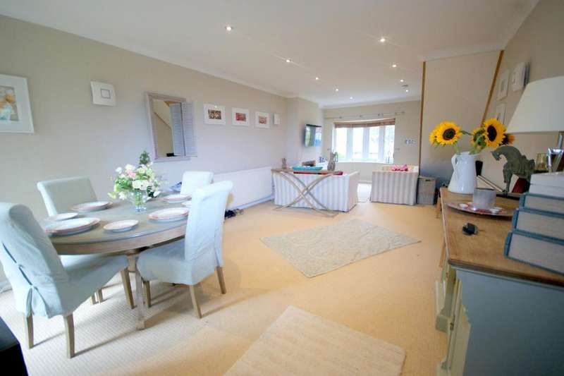 3 Bedrooms Semi Detached House for sale in St Lukes Road, Old Windsor, SL4