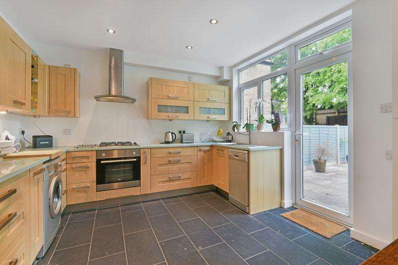 3 Bedrooms Terraced House for sale in Wellfield Road, London