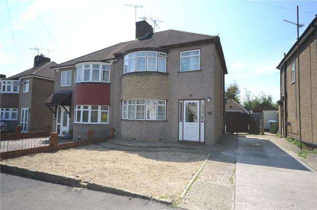 3 Bedrooms Semi Detached House for sale in Gillian Avenue, Aldershot, Hampshire