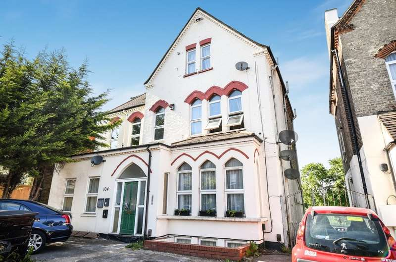 1 Bedroom Flat for sale in Southwood Road, London