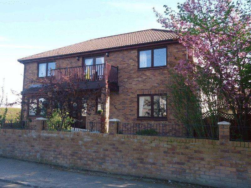 4 Bedrooms Detached House for sale in Carmichael Place, Coalsnaughton