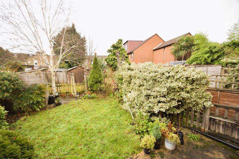 1 Bedroom Apartment Flat for sale in Courtney Road, Colliers Wood