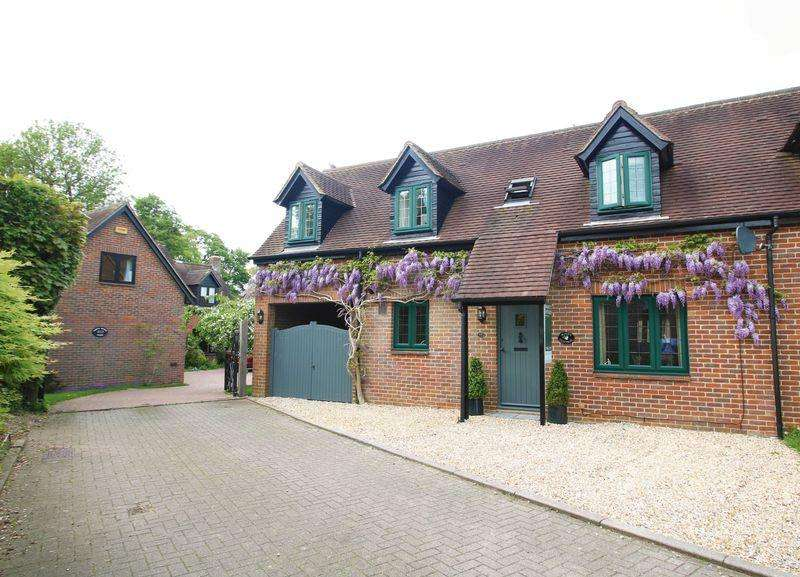 3 Bedrooms Village House for sale in The Lawns, Brill