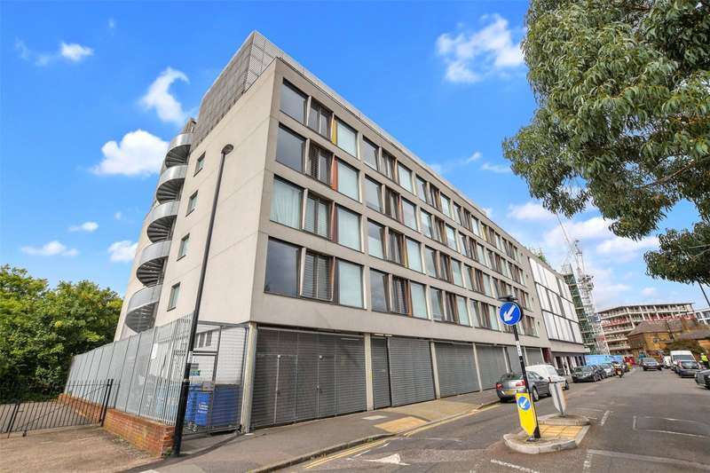 2 Bedrooms Flat for sale in Astra House, 23-25 Arklow Road, London, SE14