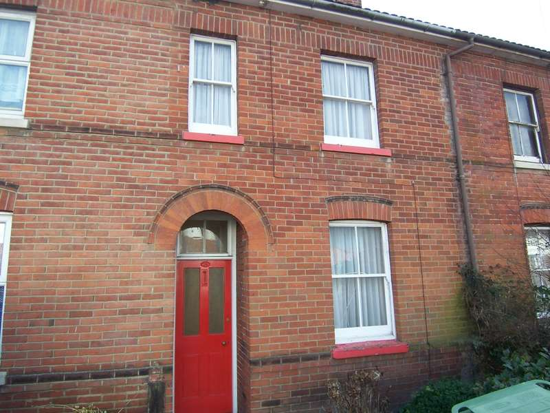 2 Bedrooms Terraced House for rent in Gordon Road, Fareham