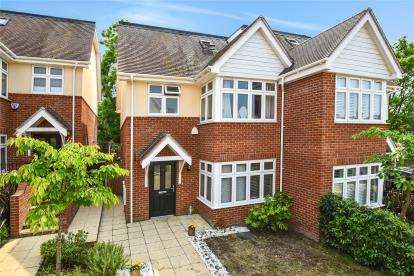 4 Bedrooms Semi Detached House for sale in Milverton Place, Bromley