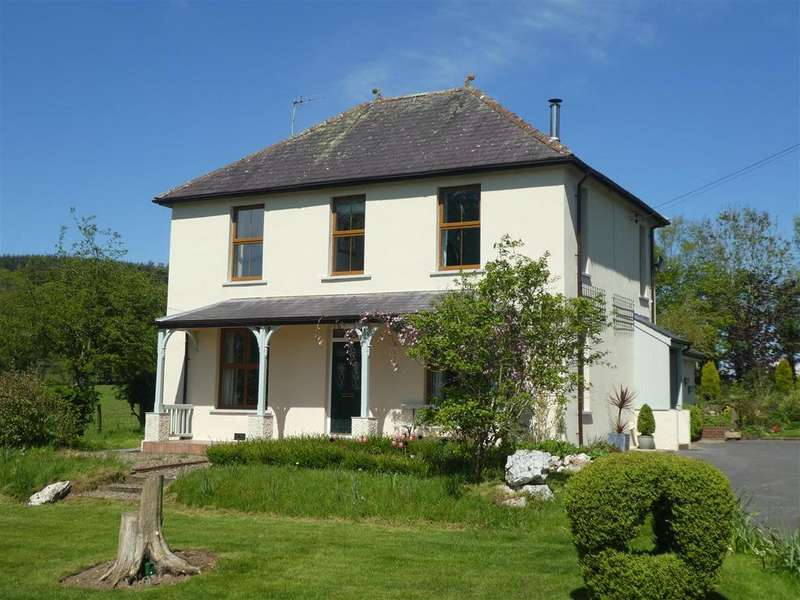 3 Bedrooms Detached House for sale in Llangybi, Lampeter