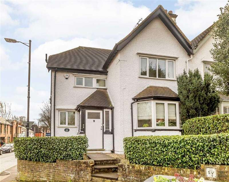 3 Bedrooms Semi Detached House for sale in Shire Lane, Chorleywood