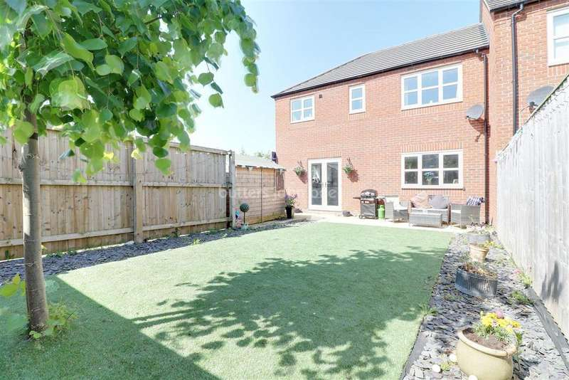 2 Bedrooms End Of Terrace House for sale in Harper Close, Winnington