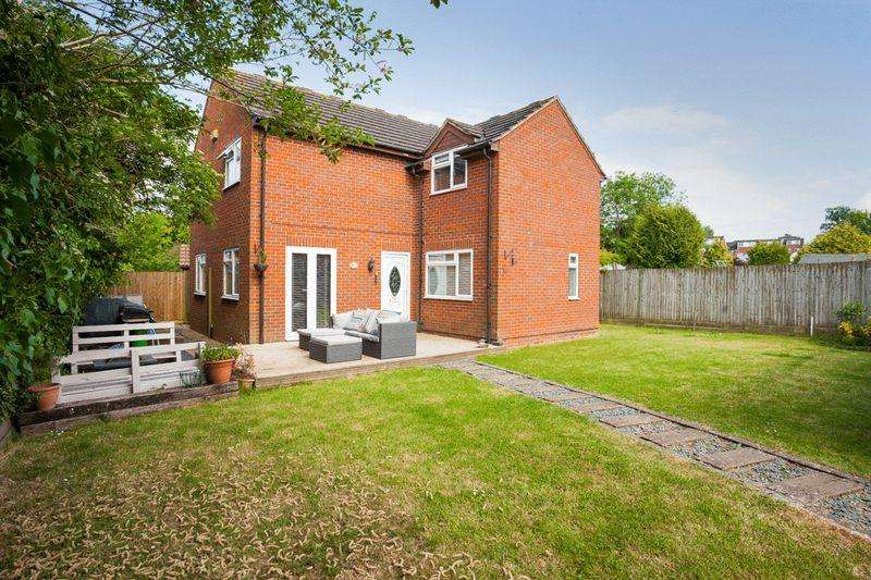 4 Bedrooms Detached House for sale in Victory Rd, Steeple Claydon, MK18 2NY
