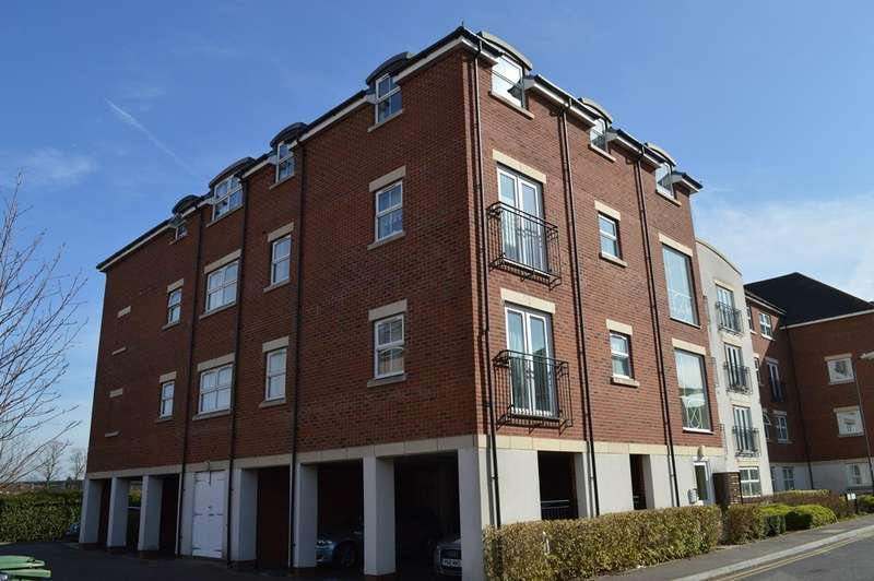 2 Bedrooms Flat for sale in Tobermory Close, Langley, SL3