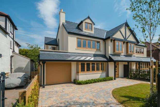 5 Bedrooms Semi Detached House for sale in Rivington Road, Hale