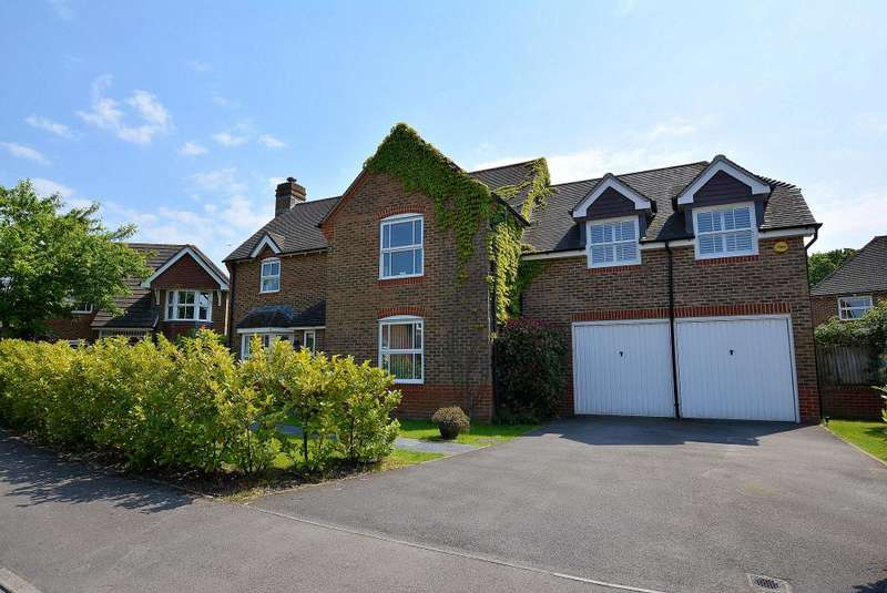 5 Bedrooms Detached House for sale in St Cleeve Way, Ferndown