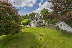 4 Bedrooms Detached House for sale in Spout Hill, Rotherfield, Crowborough, East Sussex