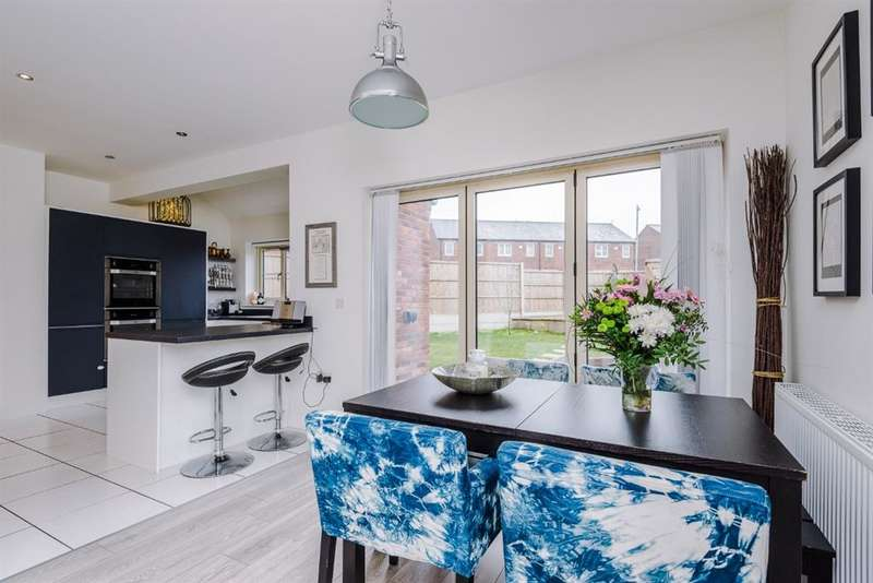 4 Bedrooms Detached House for sale in Brook Meadow Close, Astley, Manchester, M29 7JD