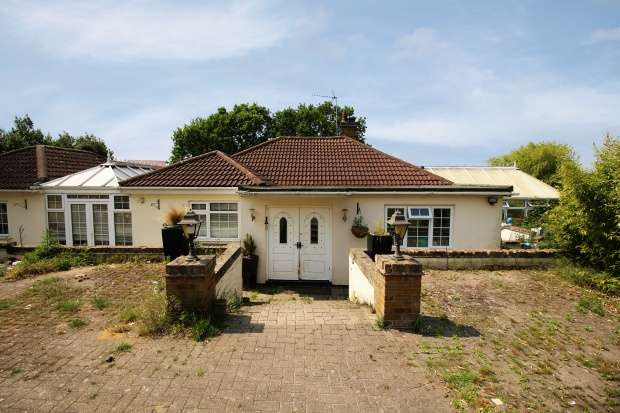 5 Bedrooms Detached Bungalow for sale in Abbey Lodge, Waltham Abbey, Essex, EN9 3LE