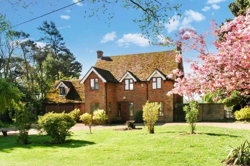 3 Bedrooms Detached House for sale in Broomheath, Woodbridge, IP12 4DN