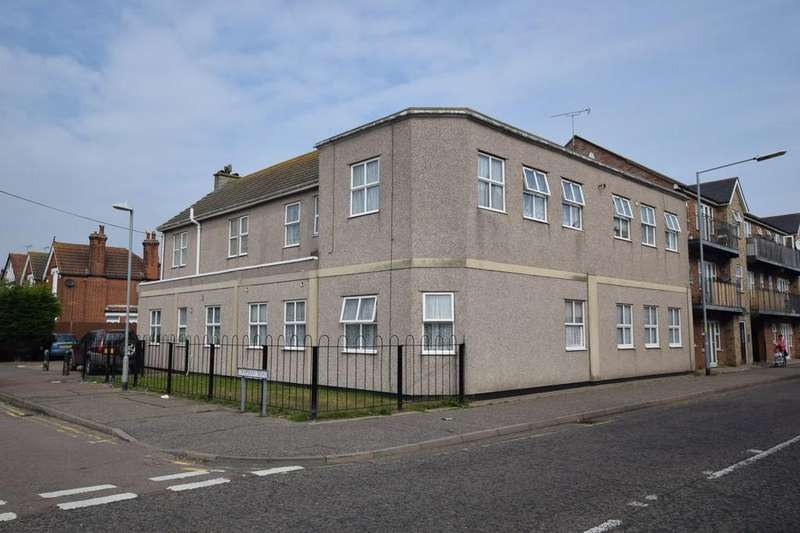 3 Bedrooms Flat for sale in High Street, Clacton-on-Sea, CO15 6PW
