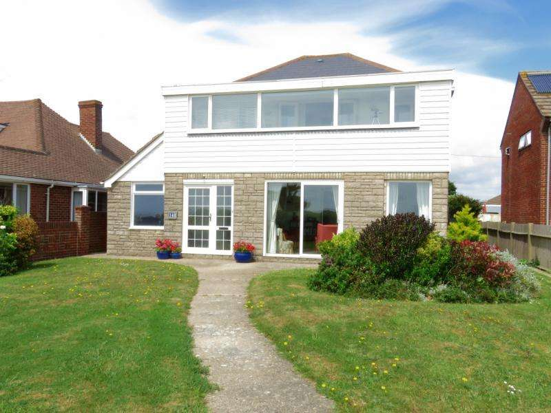 4 Bedrooms Detached House for sale in Seafront, Hayling Island