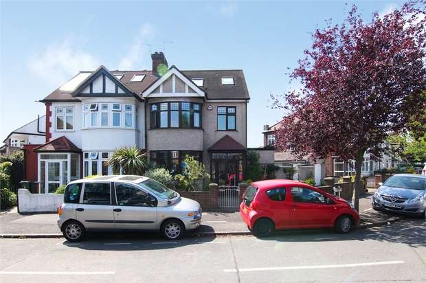 5 Bedrooms Semi Detached House for sale in The Risings, Walthamstow, London