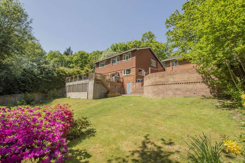 5 Bedrooms Detached House for sale in Russet Glade, Burghfield Common, Reading, RG7