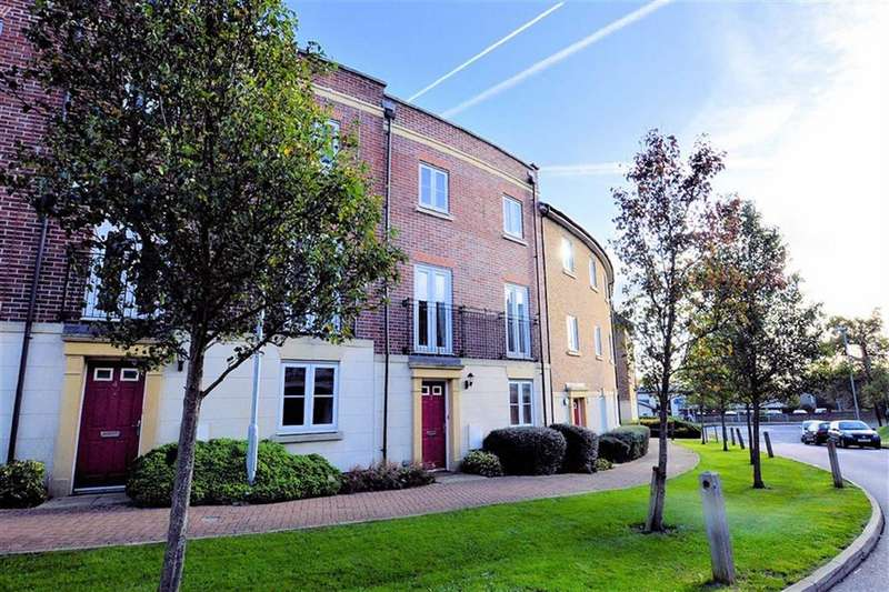 2 Bedrooms Flat for sale in College Close, Loughton
