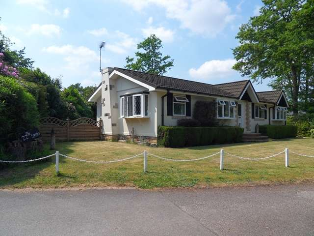2 Bedrooms Park Home Mobile Home for sale in The Larches, Warfield Park