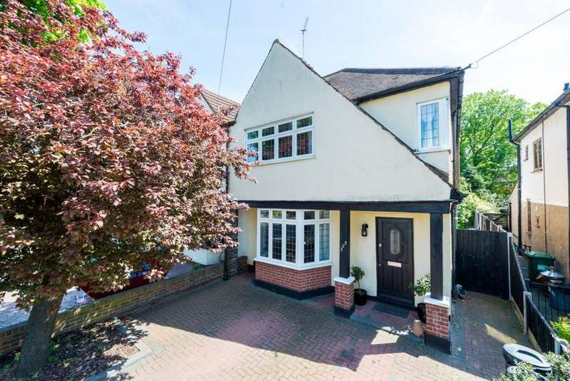 3 Bedrooms House for sale in Osbourne Road, Hornchurch, RM11
