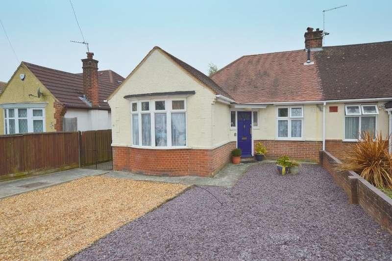3 Bedrooms Bungalow for sale in Ryecroft Way, Stopsley, Luton, LU2 7TU
