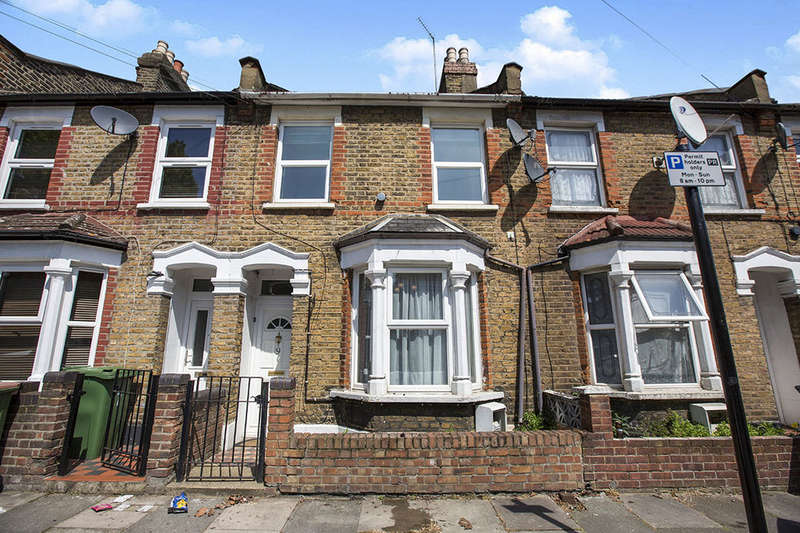 2 Bedrooms Terraced House for sale in Chadwin Road, London, E13