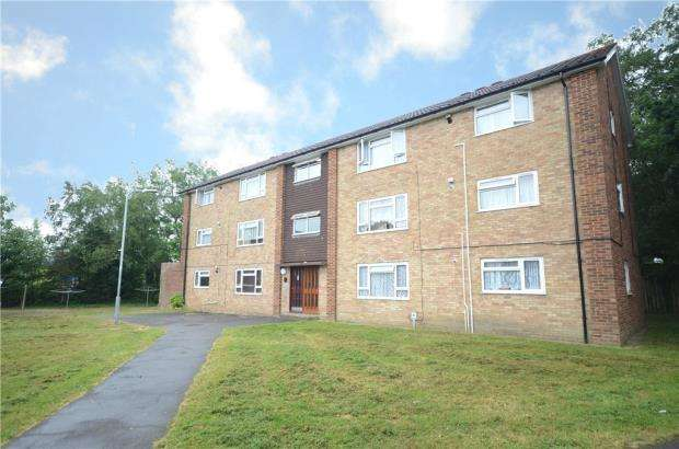2 Bedrooms Apartment Flat for sale in Moor Close, Sandhurst, Berkshire