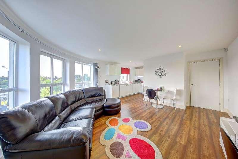 1 Bedroom Flat for sale in Sandringham Avenue, Wimbledon Chase, London, SW20 8JY
