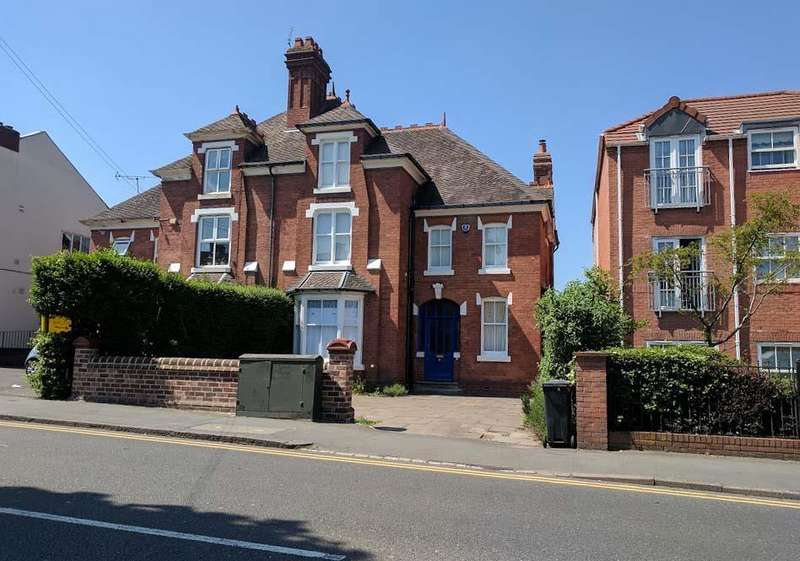 6 Bedrooms Semi Detached House for sale in Worcester Street, Stourbridge