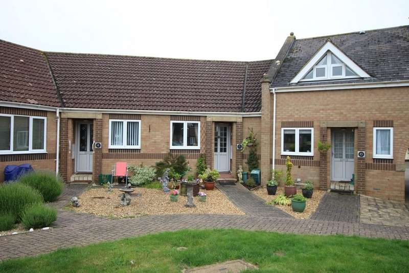 2 Bedrooms Terraced Bungalow for sale in Moores Court, Cottenham
